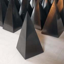Shungite - pyramide